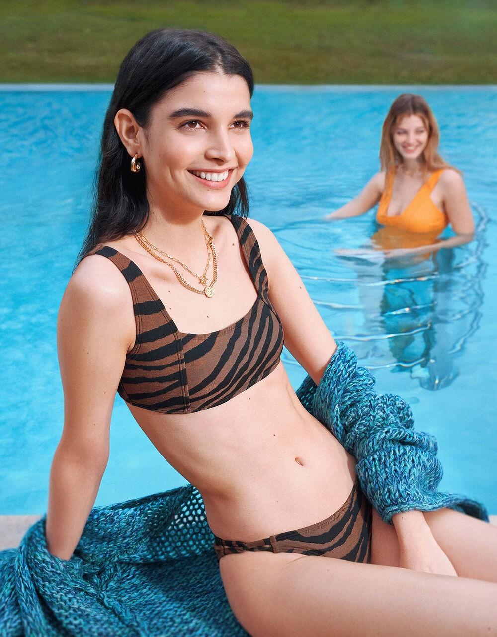 2021 trendy dark swimsuits for women